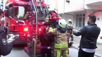 MAHSUR KALDI - (Özel) Apartmanın Bodrumunda Yangın Çıktı, 3 Çocuklu Aile Evde Mahsur Kaldı