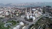 SULTANAHMET - Tarihi Sultanahmet Meydanı Tarihin En Sakin Günlerini Geçiriyor