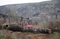 KÖY MUHTARI - Bu Köy Kendini Korona Virüse Karşı Karantinaya Aldı Köye Misafir Kabul Edilmiyor
