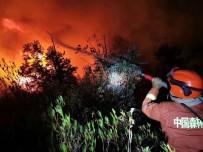 MAHSUR KALDI - Çin'de Orman Yangınında İtfaiye Ekibi Mahsur Kaldı Açıklaması 19 Ölü