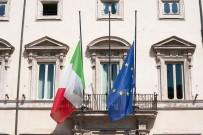 SAYGI DURUŞU - İtalya, Korona Virüs Nedeni İle Hayatını Kaybeden Vatandaşları İçin Yas Tuttu