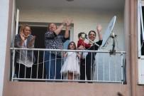 BEDEN EĞİTİMİ - İzmir'de Evden Çıkamayan Vatandaşlar Müzik Eşliğinde Balkonda Dans Etti