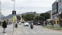 KORDON - Marmaris'te Polis Ekipleri Sokak Sokak Dolaşarak Evde Kalın Çağrısı Yaptı