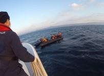 Türk Sahil Güvenlik 49 Göçmeni Kurtardı