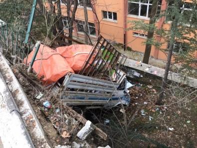 Ankara'da okul bahçesine kamyonet uçtu!