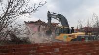 Manisa'da Depremde Hasar Gören 151 Binanın Yıkımı Tamamlandı