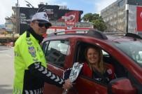Alaşehir Ve Selendi Polisinden Kadın Sürücülere Çiçek
