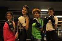 MİLLİ SPORCU - Ringlere kadın eli değiyor
