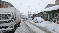KAR KALINLIĞI - Bingöl'de Kar Yağışı, 281 Köy Yolu Kapandı