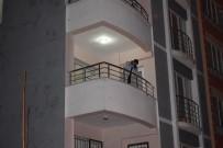 TAHKİKAT - Malatya'da Balkondan Düşen Şahıs Ağır Yaralandı