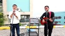 ARIF NIHAT ASYA - Sakarya'da Karantinadaki Vatandaşlara Canlı Müzik Sürprizi