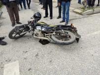 MOTOSİKLET SÜRÜCÜSÜ - Samandağ'da Trafik Kazası Açıklaması 1 Yaralı