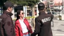 GÜRLEK - Yaya Trafiği Sınırlanan Uşak'ta Meydanlar Boşaldı