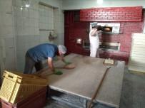 Fırıncılar Sokak Sokak Gezdi Vatandaşa Ekmek Ulaştırdı
