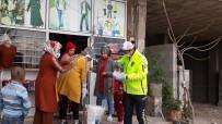 Vatandaşlara Ücretsiz Maske Dağıtıldı