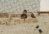 Sokakta Oynarken Polisleri Görünce Korkan Çocuk, Yaptığı Eve Böyle Saklandı