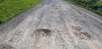 Mahalle Yolu Köstebek Yuvasını Andırıyor