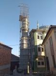 Depremde Hasar Gören Alifakı Camii'nin Minaresi Yenileniyor