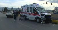Isparta'da Ambulans İle Otomobil Çarpıştı Açıklaması 1'İ Ağır 2 Yaralı