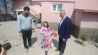 OVAKENT - Cumhurbaşkanı Yardımcısı Oktay, Hilal Su Mert'e Bisiklet Hediye Etti