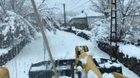 KAR YAĞıŞı - Karılova'da Nisan'da Karla Mücadele