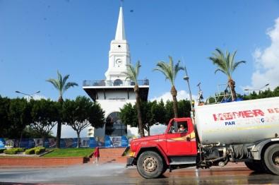 Kemer Belediyesi İlçeyi Arazözlerle Dezenfekte Ediyor