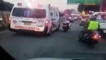 ÖZEL AMBULANS - Kolombiya'da Sağlık Çalışanları Ambulanslarla Yolları Kapattı