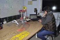 OKUL MÜDÜRÜ - Şuhut'taki Öğretmenler Sağlık Çalışanları İçin Siper Maske Üretiyor