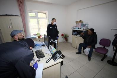 Vatandaşın Çağrısı İle Sokakta Yaşayan Yaşlı Şahıs Barınma Evine Yerleştirildi