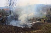 Kastamonu'da Ahşap Bina Yangında Kül Oldu