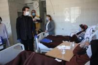 Kaymakam Açıkgöz, Diyaliz Hastalarını Ziyaret Ederek Maske Dağıttı