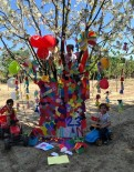 Çocuklardan 23 Nisana Özel Ağaç Süsleme