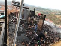 Selendi'de Çatı Yangını Korkuttu