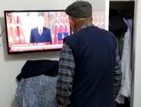 İSTIKLAL MARŞı - 82 yaşında saygı duruşuna geçti!