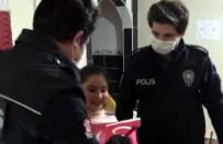 Küçük Marya'nın Polislerden Bayrak İstemesi Duygulandırdı