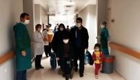Manisa'da Koronayı Yenen Özcan Ailesi Alkışlarla Taburcu Oldu