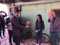 Sındırgı'da 23 Nisan Çocuklarına Pastalı Sürpriz