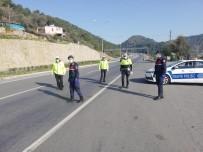 TAAHHÜT - Antalya Girişinden 2 Bin 809 Kişi Geri Gönderildi