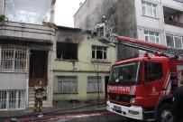 GECEKONDU - Bayrampaşa'da Gecekondu Alev Alev Yandı