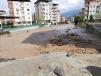 YAĞMUR SUYU - Osmaniye'de Şiddetli Yağış Sele Dönüştü