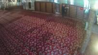 SULTANAHMET - Sultanahmet Camisi'ndeki Ayakkabı Hırsızlığı Kameraya Böyle Yansıdı