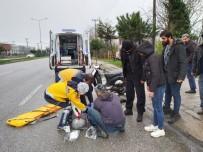 MOTOSİKLET SÜRÜCÜSÜ - Terme'de Motosiklet Kazası Açıklaması 1 Yaralı