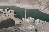 ÇORUH NEHRİ - Baraj Suları Çekilince Tarihi Köy Yeniden Ortaya Çıktı