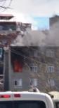 MAHSUR KALDI - Diyarbakır'da Yangın, Çatıda Mahsur Kalanlara İtfaiye Ekipleri Yetişti