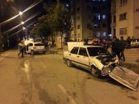 TAHKİKAT - İki Otomobil Kafa Kafaya Çarpıştı, Sürücüler Yara Almadan Kurtuldu
