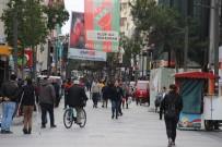 YAŞ SINIRI - Karşıyaka Çarşısı Salgına Rağmen Yine Boş Kalmadı