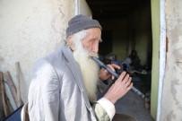 83 Yaşında, Kavalıyla 'Evde Kalın' Mesajı Verdi