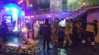 ÜRDÜN - Avcılar'da Bir Otomobil AVM Girişindeki Merdivenin Altına Saplandı Açıklaması 3 Yaralı