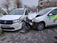 TAHKİKAT - Bursa'da Trafik Kazası Açıklaması 2 Yaralı