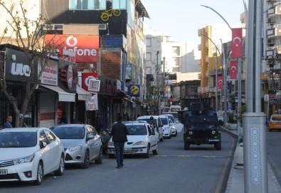 Cizre'de Polisler Cadde Ve Sokaklarda 'Evde Kal' Uyarılarını Sürdürüyor